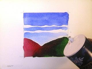 Равномерно насыпьте небольшое количество соли на рисунок