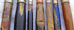 Кроме того, вода размягчит деревянное основание кисти, которое со временем потеряет свою форму, потрескается, железный наконечник может легко съехать или начать шататься