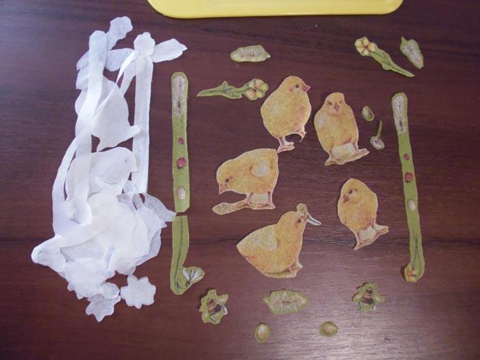 Аккуратно отделяем все белые слои салфетки