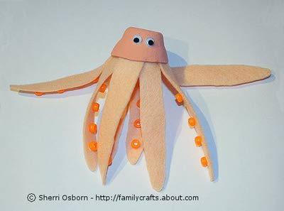 Делаем осьминога из картонной упаковки из-под яиц