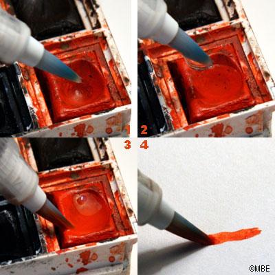 Небольшого количество воды, поступающей из кисточки, достаточно, чтобы размочить акварельную краску