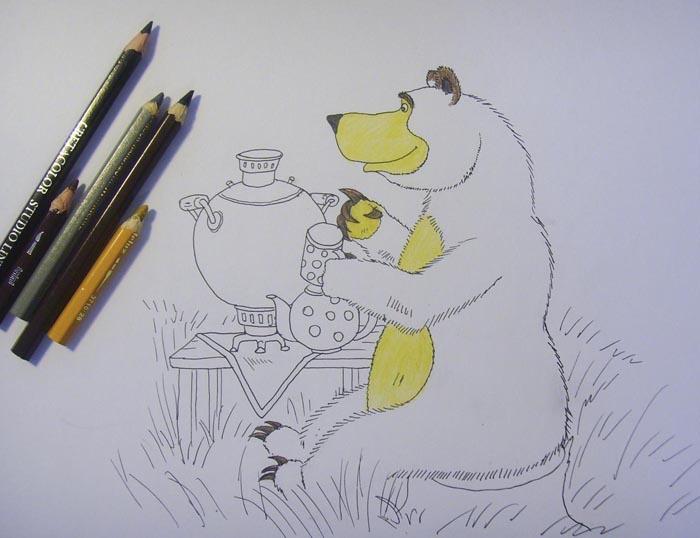 Живот, грудь и морду медведя закрасьте карандашом светло-коричневого цвета. Когти, уши и бровь раскрасьте коричневыми и серыми оттенками, а нос — черным