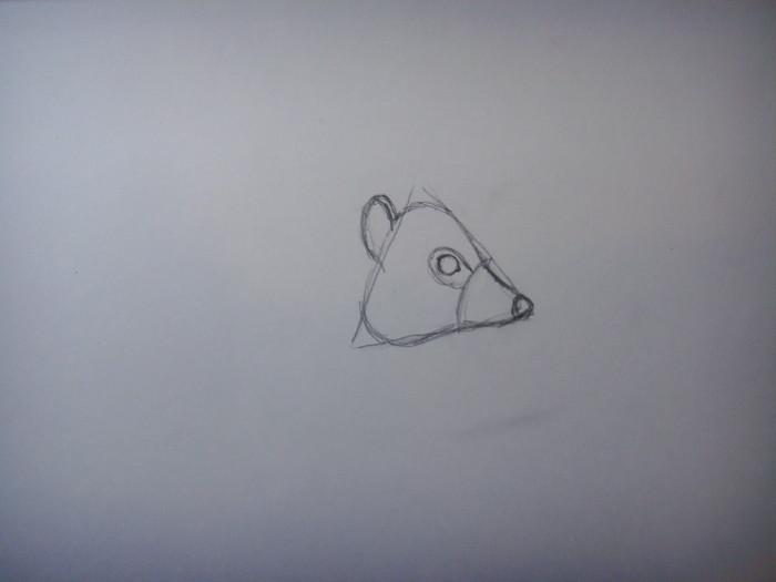Пририсуйте к треугольнику глаз, нос и ушко ежа