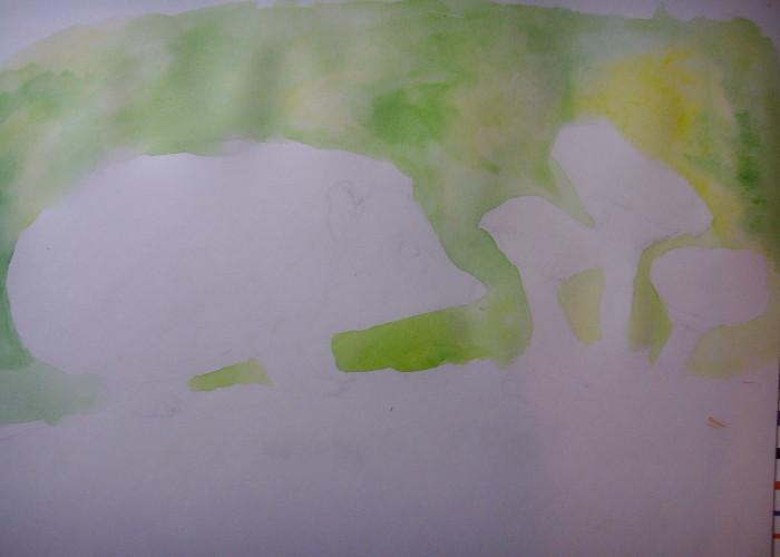 Смочите лист бумаги и закрасьте задний план