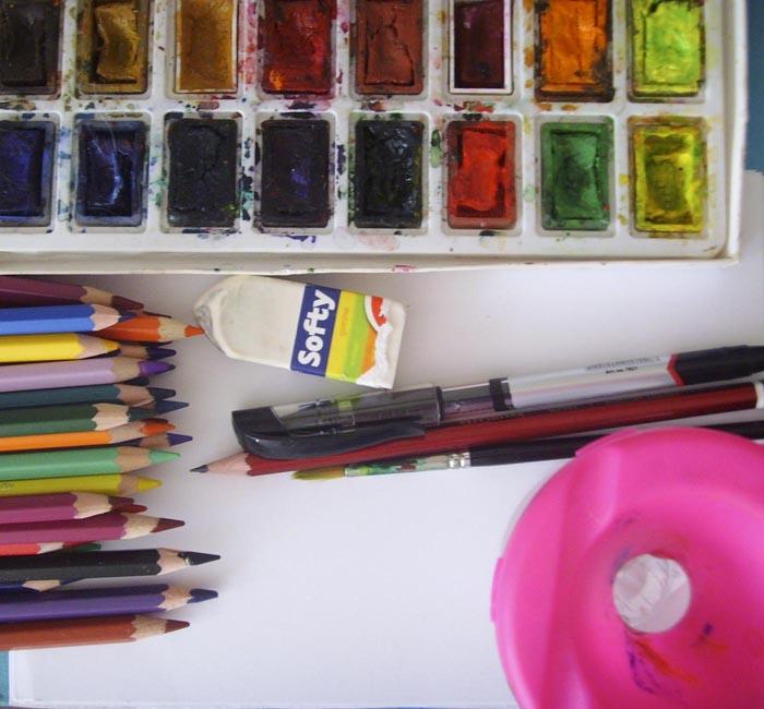 Приготовьте краски и карандаши, чтобы рисовать окуня