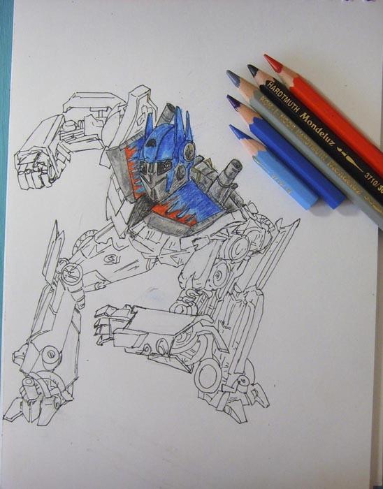 Раскрасьте голову и верхнюю часть тела Оптимуса Прайма цветными карандашами
