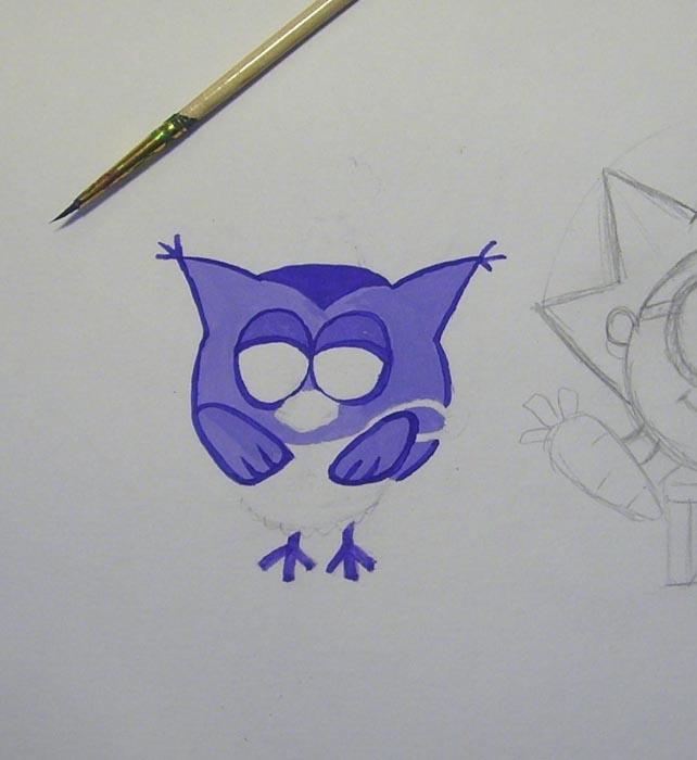 Воспользовавшись тонкой кистью фиолетовой краской обведите рисунок и закрасьте треугольник на голове, ножки, веки и кисточки на ушах