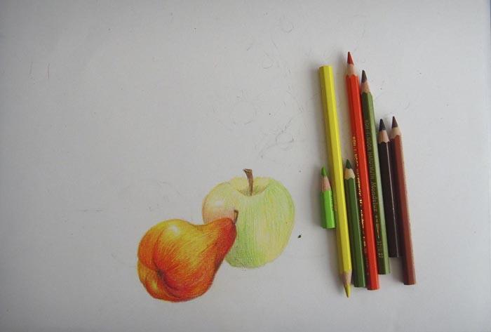 Легкими штрихами желтого, зеленого и оранжевого цветов слегка затонируйте одно из яблок. Черенки раскрасьте коричневым цветом