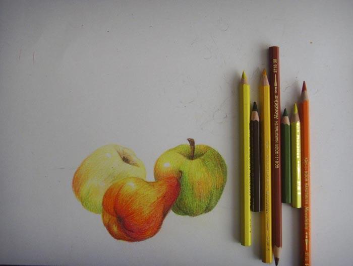 Третье яблоко заштрихуйте, как и второе, оставив блик не закрашенным