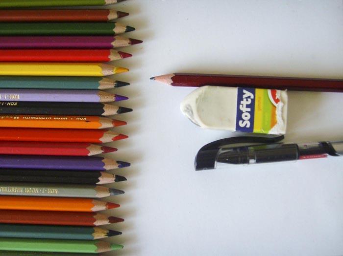 Приготовьте всё нужное для рисования лебедя