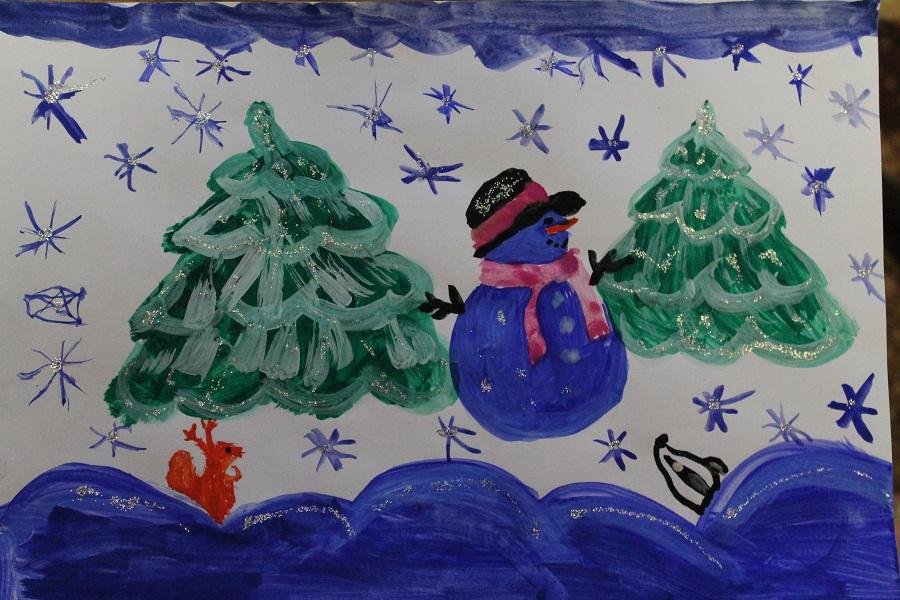 Снеговик в новогоднем лесу